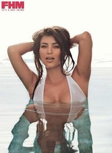 kim-kardashian-fhm-bikini blanc