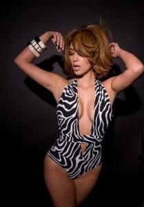 kim-kardashian-trikini-zebre