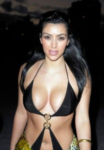 kim kardashian trikini noir et doré