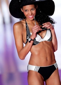 Chloe-Mortaud-Miss-France-2009-en-maillot-de-bain